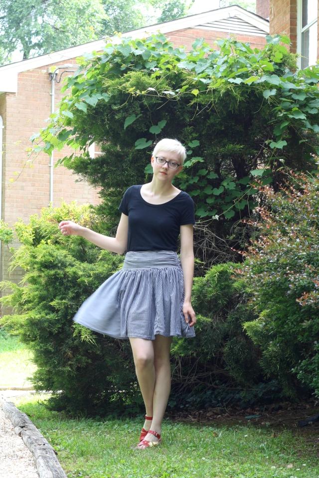 flouncy skirt outfit