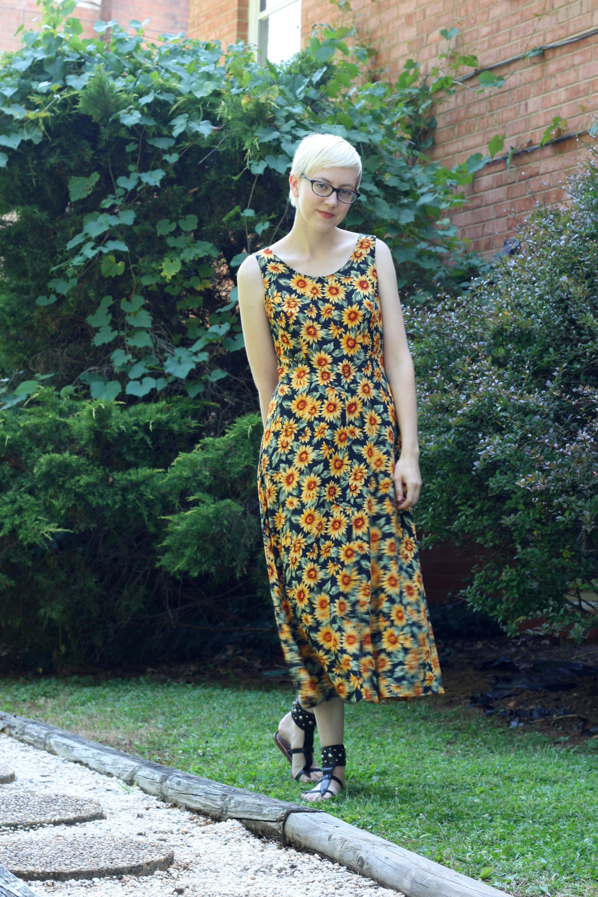 vintage sunflower dress stylewiseguide.com